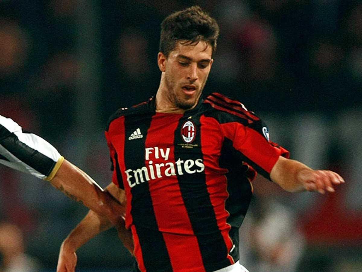 La storia sbagliata del terzino sinistro del Milan
